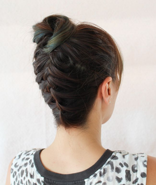Easy Braided Top Knot Tutorial (Perfect for Mid-Length Hair!) | http://hellonatural.co/easy-braided-top-knot-tutorial/