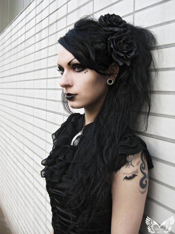 Nice extensions and hair work on this #Goth girl