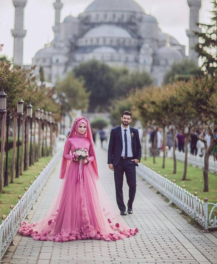 muslimweddingideasThe lovely couple @yaseminkaradagphotography & @efdalyigitoglu Great photo by @bekirsozakphotographr