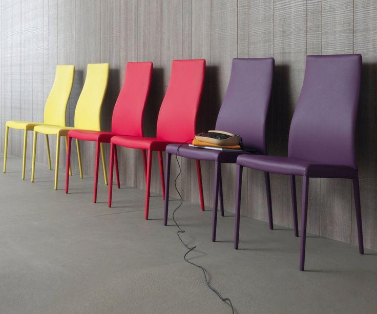 Stuhl Marylin Soft Von Compar Aus Italien Mit Gepolsterter Sitz  Und  Rückenlehne Aus Kunstleder. Erhältlich In 6 Farben.