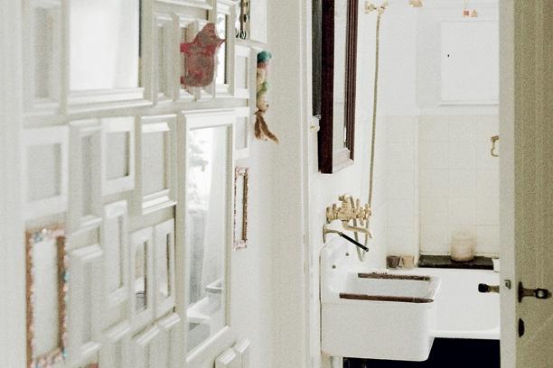 Parisisk charme i hvide nuancer - foto væg