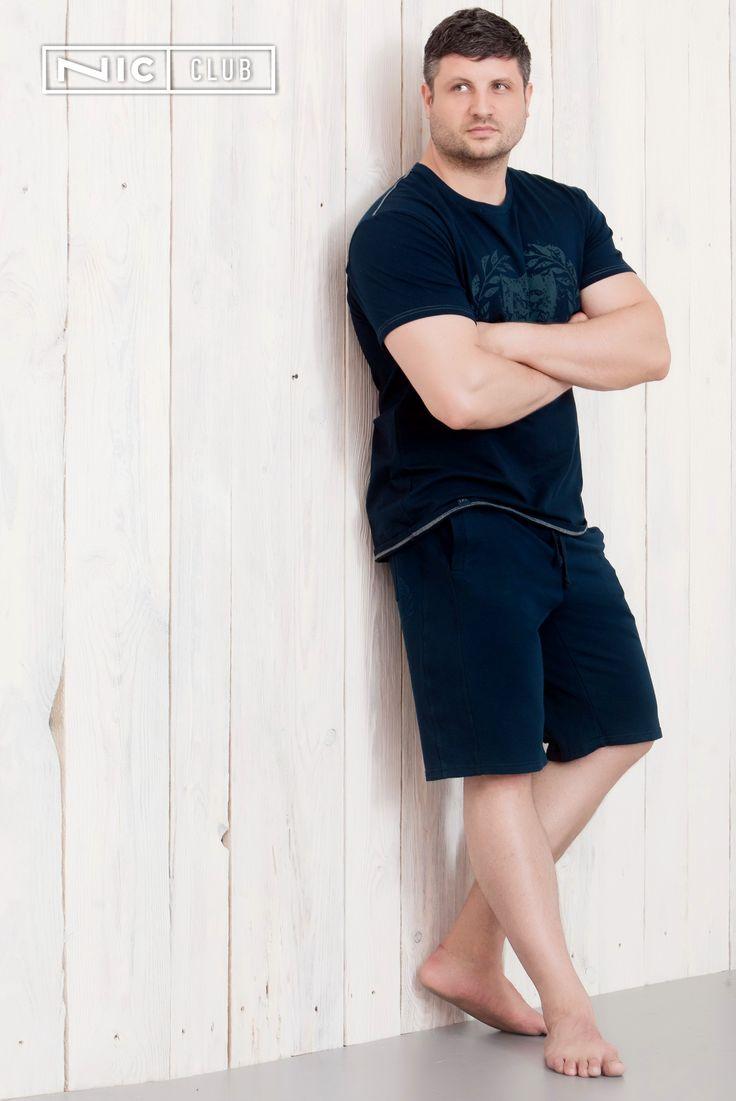 Трикотажные шорты Nic Club из коллекции Dante (Данте) — универсальная модель! Изделие — длиной до середины колена, с прорезными карманами. Классический, комфортный крой, эластичный материал и мягкий пояс с кулисой — неотъемлемые составляющие идеальной посадки. Шорты декорированы принтом с логотипом «Ник Клаб» в геральдическом стиле. Шорты подходят для носки дома, в спортзале, на даче, в городе, в отпуске, во время путешествий. Купить шорты оптом вы можете, перейдя по ссылке в пине.
