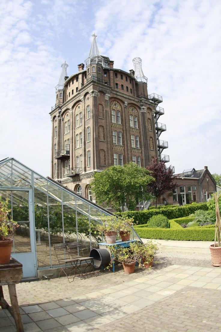VIlla Augustus, Dordrecht. Hier logeren is een echte belevenis. Wandel naar het historische centrum van Dordt. Dat is ook echt de moeite waard.