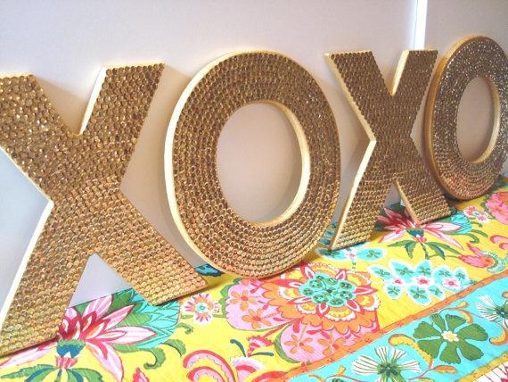xoxo: Wall Art, Good Ideas, Decor Ideas, Saia Mini-Sequins, Front Doors, Wooden Letters, Sequins Letters, Sequins Wall, Thumbtack Art