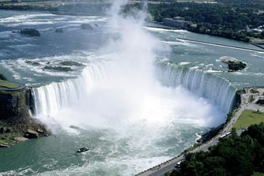 NIAGRA FALLS, ONTARIO, the Horseshoe Falls, an amazing site to behold
