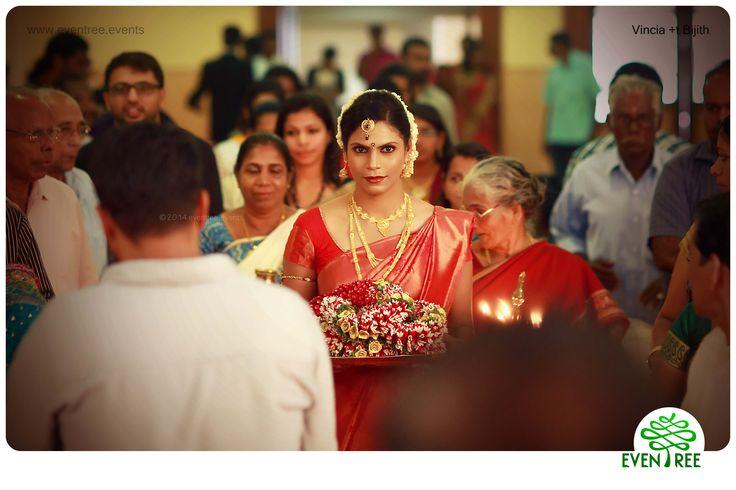 #BrideGroom #HinduCouples #HinduWedding  #HinduBride #CandidPhotogrphy #WeddingPhotographyKerala  #Eventree www.eventree.events