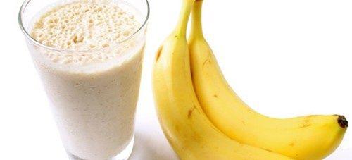 Combate la retención de líquidos y pierde peso con estos batidos de banano