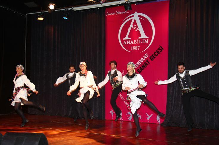 Ataşehir Merkez Kampüste gerçekleşen ve yaklaşık 3.5 saat süren organizasyonda öğrenciler ve farklı mesleklerden profesyoneller ortak performans sergiledi.