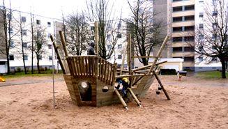 Grand City Property - Neuer Spielplatz für die kleinen Mieter von GCP in Kiel - Immobilien - Wohnung mieten Deutschland - Wohnungen deutschlandweit