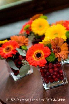 Fall wedding centerpiece-this just puts off a happy vibe for any occasion and is simple to put together. Could also use Lemon or Limes or berries for the bottom with Summer color daisies.