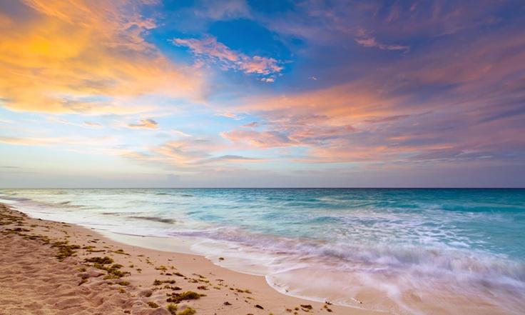 #Mexique #Caraibes, Magnifiques couchers de soleil au cœur du golf du Mexique attenant à la mer des caraïbes. Un paysage à couper le souffle dans un lieu hors du commun où les rayons du soleil réchauffent le sable blanc. http://vp.etr.im/XY