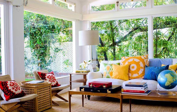 dekokissen ideen wohnzimmer gelb rot blau grün abstrakte muster - wohnzimmer grun gelb