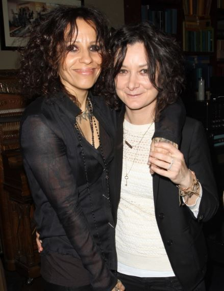 Sara Gilbert And Linda Perry Engaged Celebrity S Pinterest