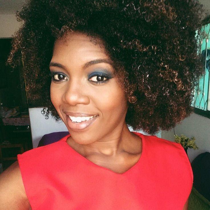 Mais uma semana a se inicia com ela novas oportunidades. Renove suas forças tente novamente continue seus projetos e não desista! Você é inspiração para alguém. Uma semana abençoada a todos! #PalomaCalado #goodweek #blackpower #naturalhair #youtuber #youtubernegra #naturalista #blackwomam #nigga
