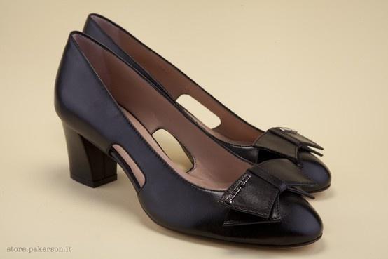 Black leather décolletés: discover Pakerson's beauty. - Décolleté in pelle nera: scopri la bellezza Pakerson. http://store.pakerson.it/woman-decolletes-27299-nero.html