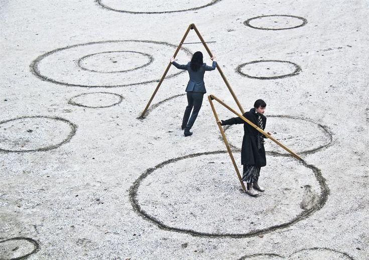 Molly Haslund, Circles - drawing upon the universe, 2013