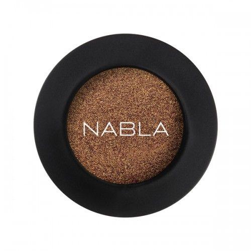 Prachtige losse (hoog gepigmenteerde) oogschaduw van Nabla Cosmetics! Kleur UNRESTRICTED; Plum - bordeaux duochrome met sterke gouden glans. Zowel nat als droog aan te brengen! Crueltyfree & Vegan Makeup, zonder parabenenen siliconen etc. Inhoud: 2,5g