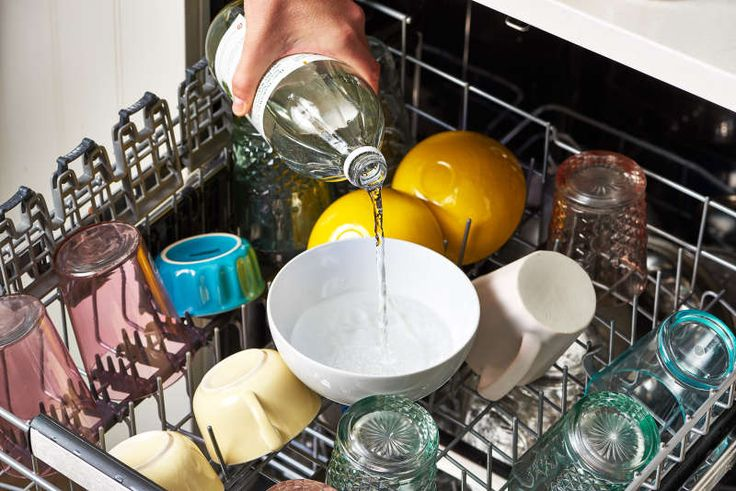 You Should Put a Bowl of Vinegar in Your Dishwasher—Here's Why - White vinegar can be used as a rinse aid in the dishwasher (and to combat hard water staining). You can also use vinegar to clean your dishwasher itself. Vinegar In Dishwasher, Dishwasher Filter, Cleaning Your Dishwasher, Kitchen Cleaning, Bathroom Cleaning, Kitchen Tips, Dishwasher Tabs, Portable Dishwasher, Dishwasher Cleaner
