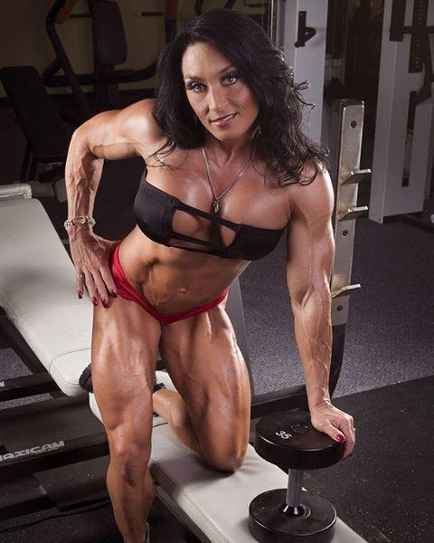 Envie sua foto para @spiltag/Send your pic to @spiltag Modelo/Model:@valeriegangi #spiltag #femalemuscle #fitgirl #lovequads #mulheresquetreinam #teamspiltag #mulheresmusculosas #ogrinhasteam #brasileirassaradas #womenphysique #bodyfitness #gymmotivation #loveveins #atletawellness #arnoldclassic #ifbb #saradas #musculosas Sigam meus parceiros/Follow my partners @fbb_fan @gain_strong @saradasfitness @corpofoco @amazing_body