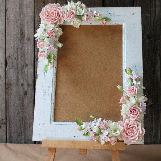 Marco para fotos rustico + flores 🌻 Ideal para mesas de recibo en bodas y cumpleaños💒 Disponible 👍 #venuerd #espacios #eventos #santodomingo #marco #fotos #rustic #vintage #decor #rd #mesas #photoshoot #like4like #miercoles #ig