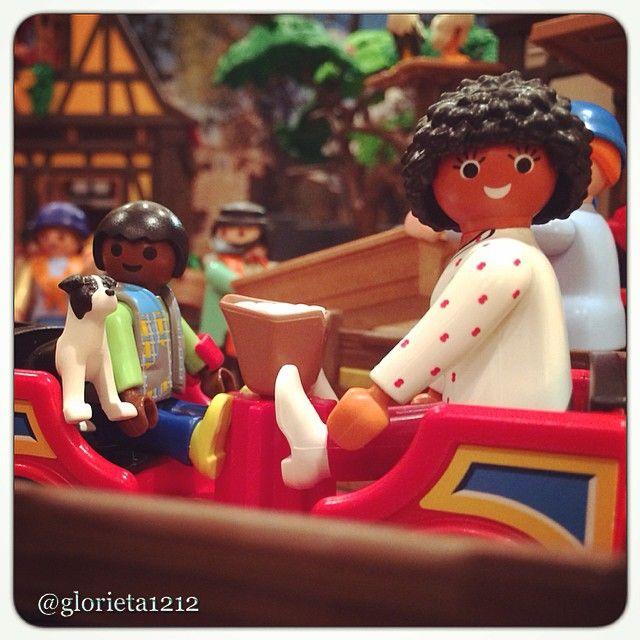 #Playmobil #playmobilart #clicks #clickcat #toytrain #train #tren #traintrack #medievalvillage #g12 #oldvillage #frenchliving #france #tudor #tudorhouse #toys4life #toyphotography #ig_captures #ig_toys #popcorn #miniatures #Playmobilfigures #❤️
