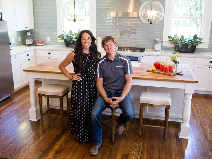1000 images about chip and joanna on pinterest magnolia for Fixer upper does the furniture stay