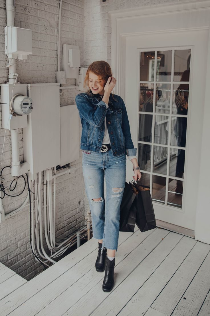 payton hartsell, houston tx, fashion blogger. my personal style is casual chic! ootd is these comfy h&m ripped jeans went great with my vintage old navy jean jacket! accessories include gucci belt, silver jewelry, and some black chelsea boots. wore my red hair naturally curly this day!