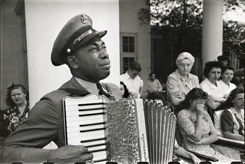 (1) 42 Rare Historical Photos - Gallery