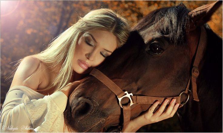 Фото с девушкой с лошадью #картинки #фото #девушка #животные #лошадь #конь #нежность
