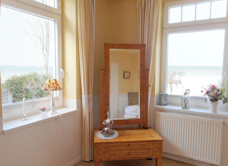 Schlafraum mit Panorama-Seeblick, 3-Raum-Ferienappartement in der Bädervilla