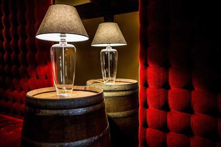 Stolní lampa 4concepts BILBAO. Klasické svítidlo z ručně opracovaného skla s textilním stínidlem. Navštivte eshop www.osvetleni-svitidla.com