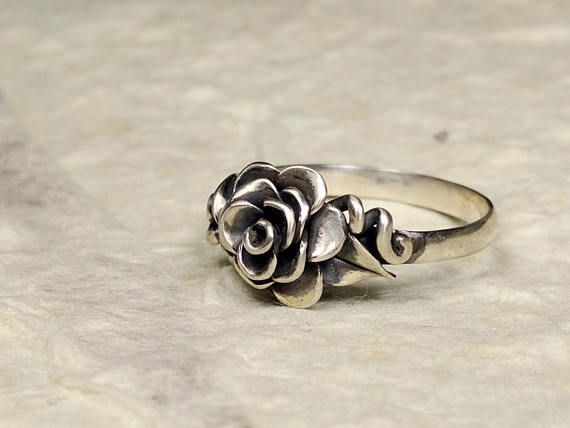 Briar Rose sterling silver ring, leaves and vines in reverse symmatry, pretty ring, classic beauty  https://www.etsy.com/uk/listing/550890011/briar-rose-ring