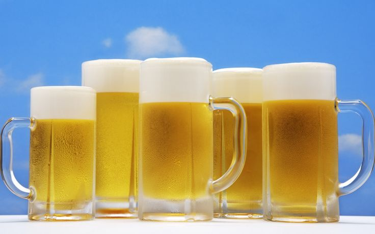 http://www.wallcoo.net/photography/SZ_214_Summer_Drinks_and_Beer/wallpapers/1920x1200/JW002_350A_glasses_of_beer_under_blue_sky.jpg