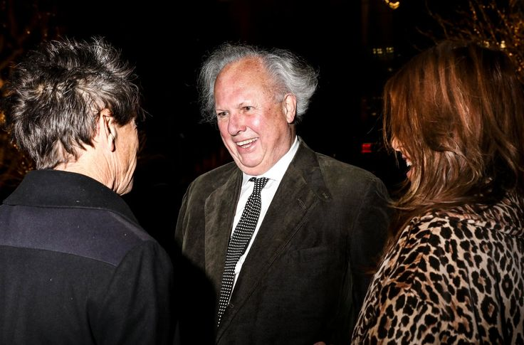 Graydon Carter to End 25-Year Run as Vanity Fairs Editor MICHAEL M. GRYNBAUM When he steps down in December Mr. Carter will leave the role that established him as a celebrity in his own right and a ringmaster of the spheres of Hollywood Washington and Manhattan media.