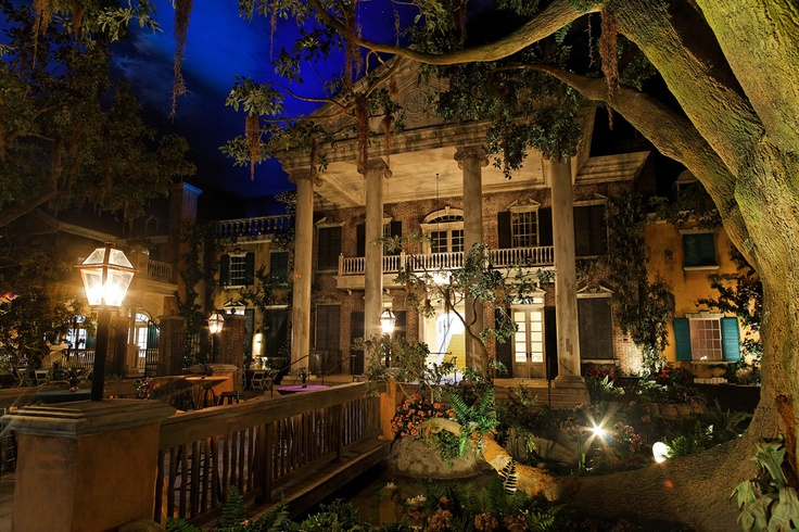 Mardi Gras World- Grand Oaks Mansion | The places ...