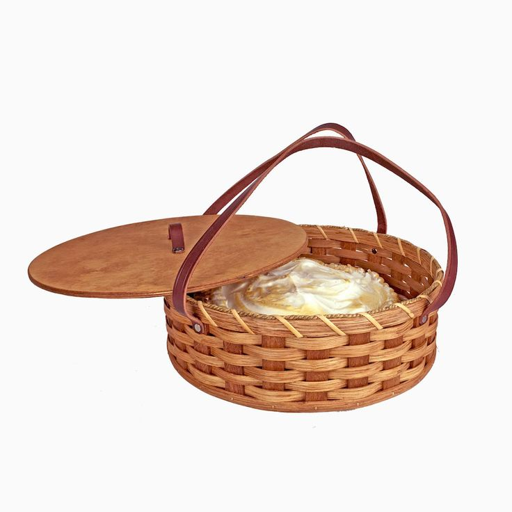 Amish Made Single Round Pie Carrier Basket with Lid