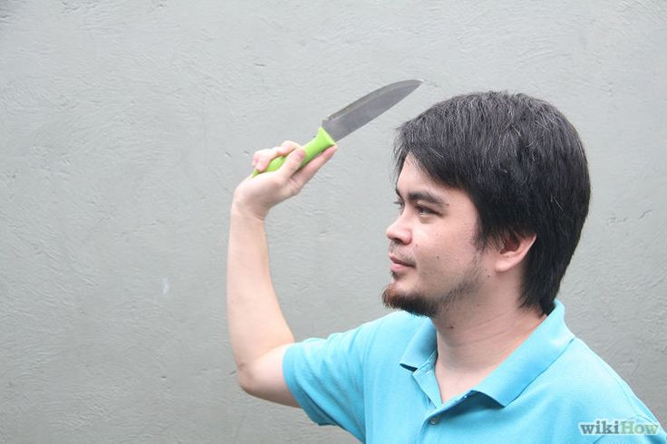Throw a Knife Without It Spinning Step 2.jpg