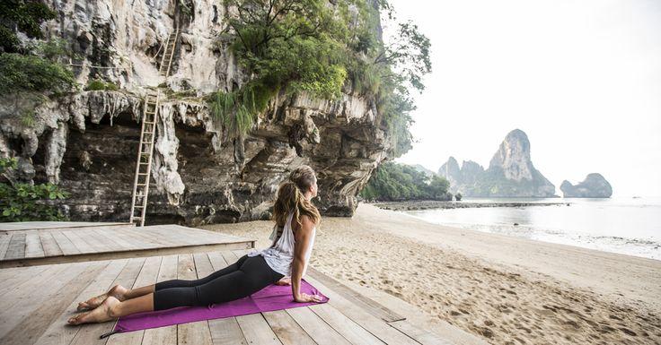 """Rekken, strekken en dan even iets anders.De 'yoga + iets'-retreat is dé vakantietrend van 2016! Surf & yoga - Mimizan """"You can't stop the waves, but y- Pagina 3 van 11"""