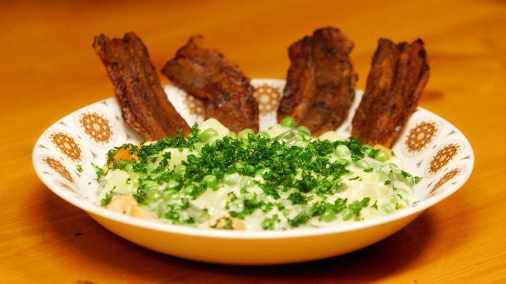 Snysk er en sønderjysk egnsret med friske sommergrøntsager i en opbagt sovs, som gerne serveres med sprødstegt flæsk til.