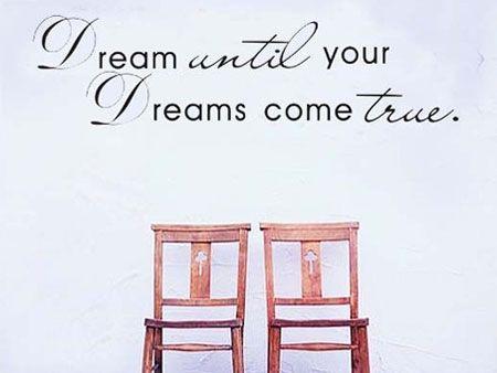 Dream Until Your Dreams Come True muursticker. Motiveer jezelf! Leuk voor op je slaap, woon of studeerkamer. Nu direct leverbaar bij Muurstickerstunter.nl