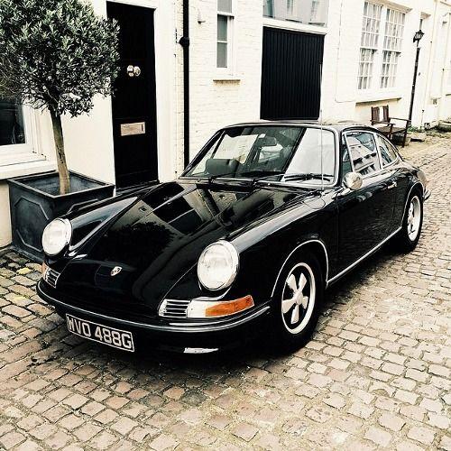Porsche 911 at a Mews flat