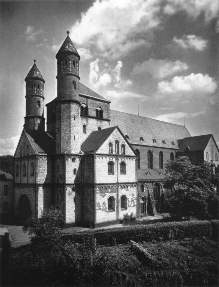 Het westwerk van de St. Pantaleon in Keulen ~ Ingewijd in 980