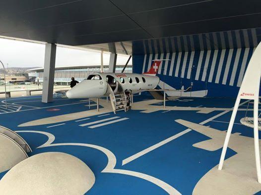Locul de joacă pentru copii dintr-un aeroport din Zurich, Elvetia! Nu-i așa că-i grozav?! smile emoticon
