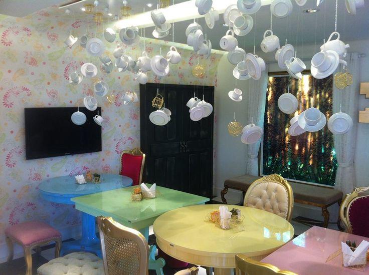 Já pensou em uma sala totalmente inovadora? #decoração #xicaras #sala #alicenopaisdasmaravilhas
