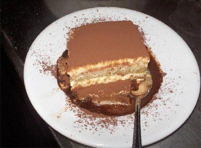 Рецепт «Тирамису» 500 г маскарпоне 1 упаковка печенья савоярди (должно хватить на 2 слоя) 75 г сахара 3 яйца 40 мл рома 200 мл свежеприготовленного кофе 2-3 ложки какао Емкость 7-10 см