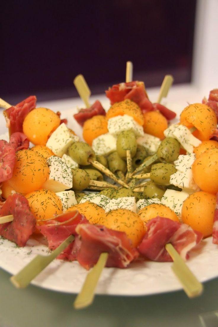 jolies brochettes apéritives : jambon, melon, chèvre et olive - La présentation compte!