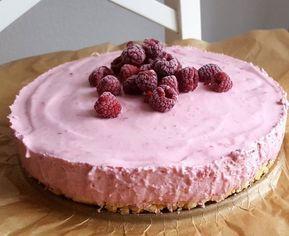 Diese Himbeer-Philadelphia Torte ist super easy zuzubereiten und schmeckt unglaublich gut! Oben die leckere Himbeer-Creme und unten ein crunchy Keks-Boden.
