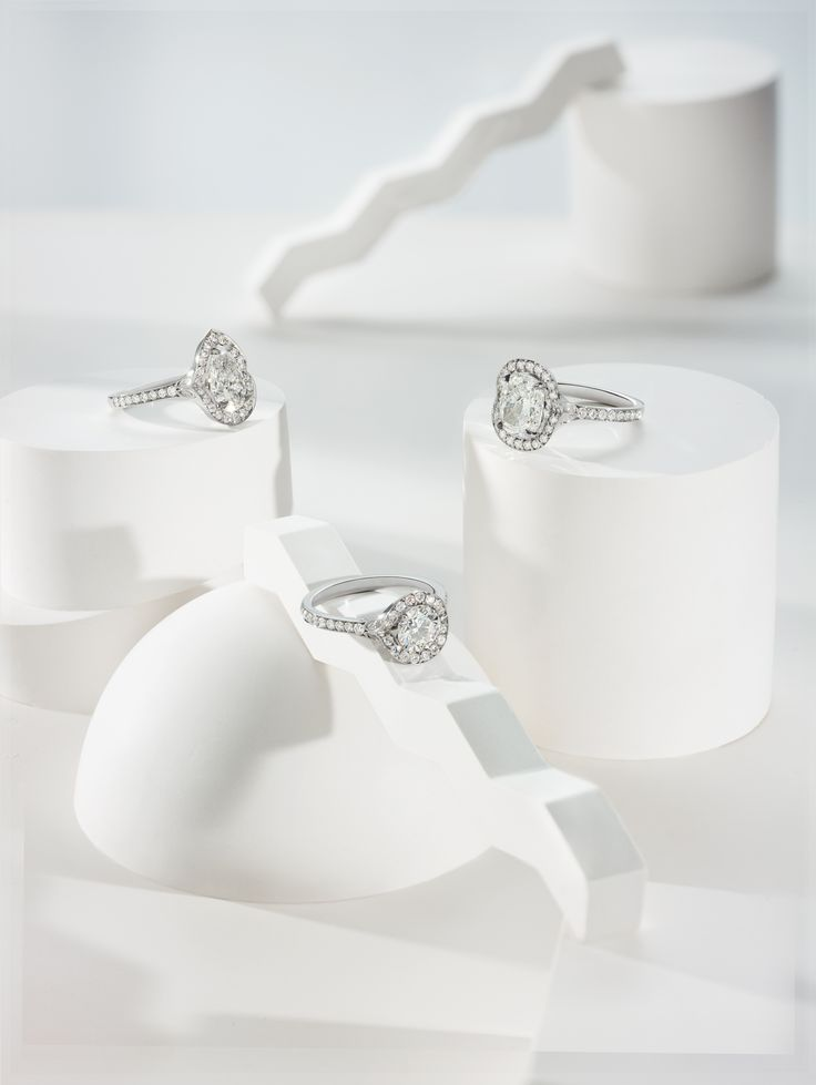The Lumiere Collection, brought to you by our highly skilled team of in-house designers is William & Son's first Bridal jewellery collection.  This luxury compendium which comes in three exquisite diamond shapes