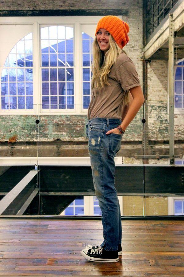 サーファーガールのファッションは半袖にニット帽なのだ!