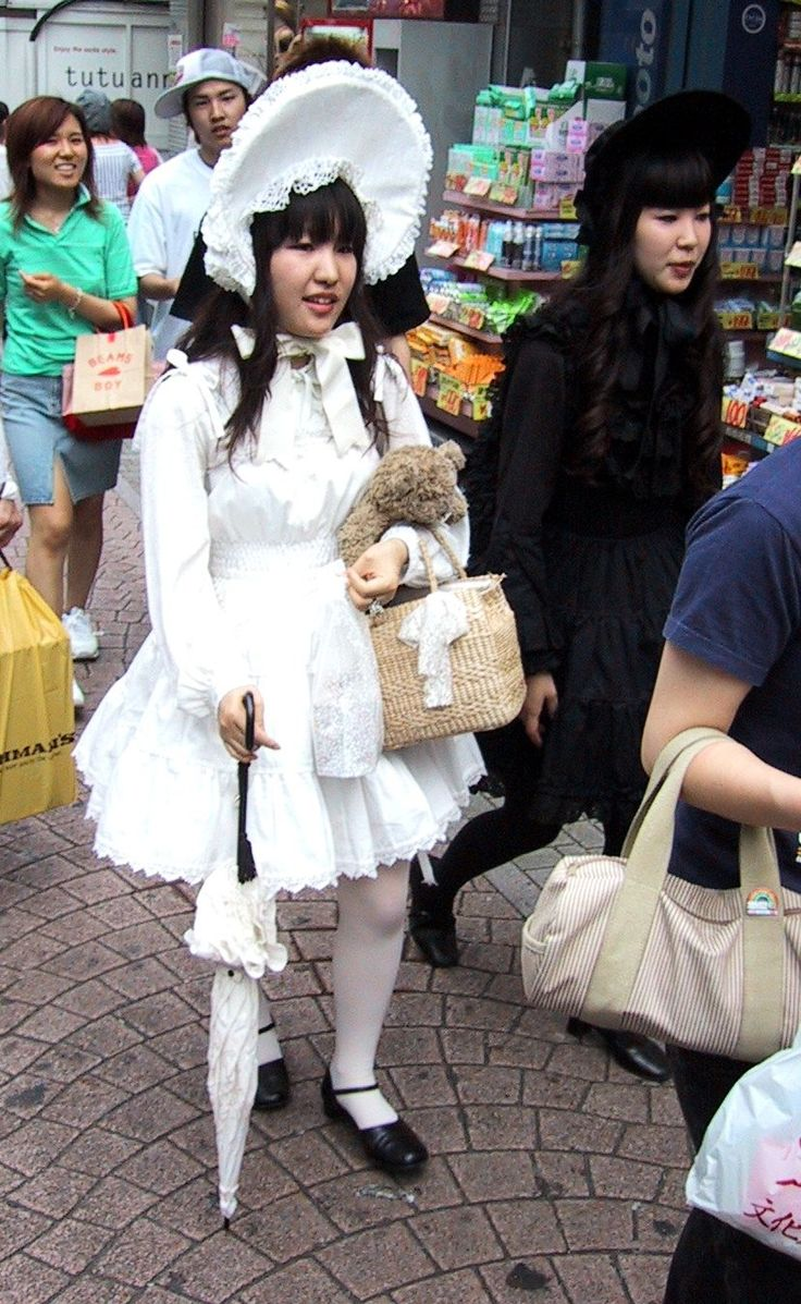 Japanese Lolitas: Fashion Harajuku, Street Style, Harajuku Street, Fashion Trends, Japan Fashion, Absurd Fashion, Japan Travel, Gothic Lolita Fashion, Japan Street